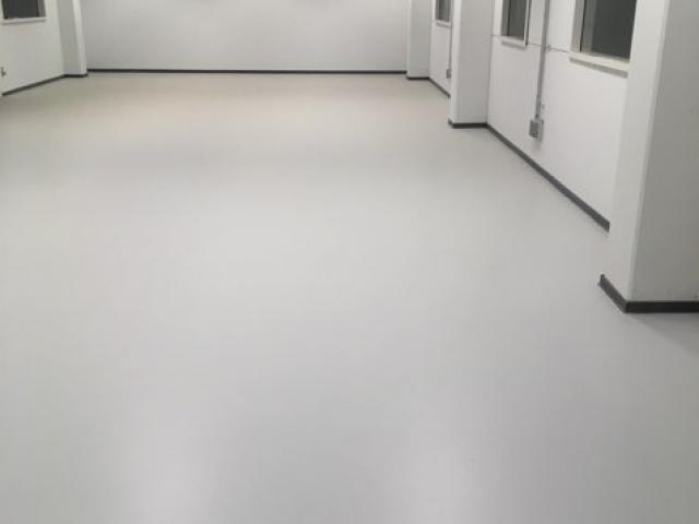 Epoxycoating in diverse ruimtes van het nieuwe BPost verdeelcentrum