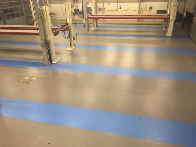 Nieuwe acrylaatvloer bij garage DAF in Zoeterwoude - 1